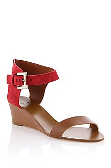 Wedge heel sandal with a metal buckle 'Saffy'