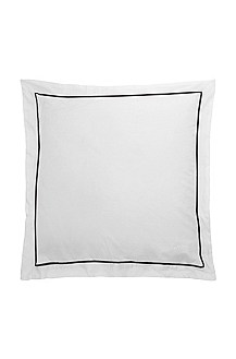 Cushion cover with a geometric pattern 'CIRCLES'